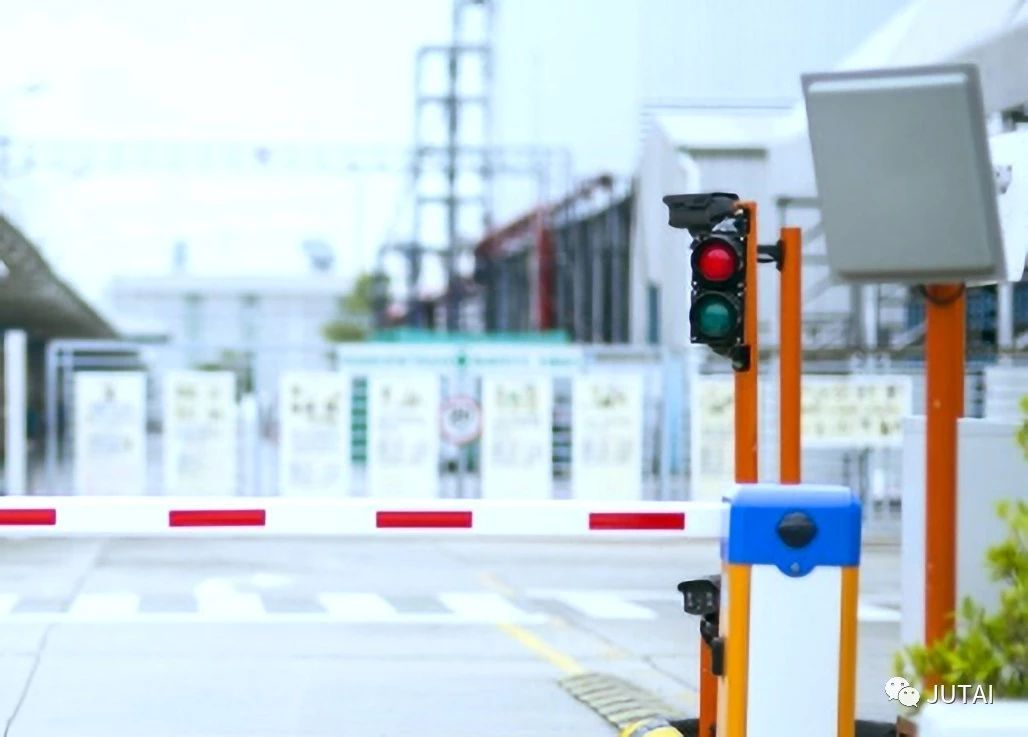 UHF long range RFID barrier gate system