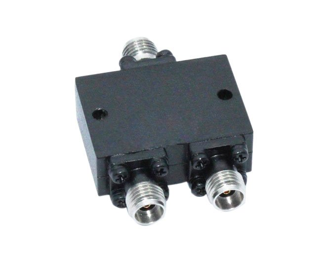 2 Way Millimeter Wave Power Divider From 18GHz to 40GHz