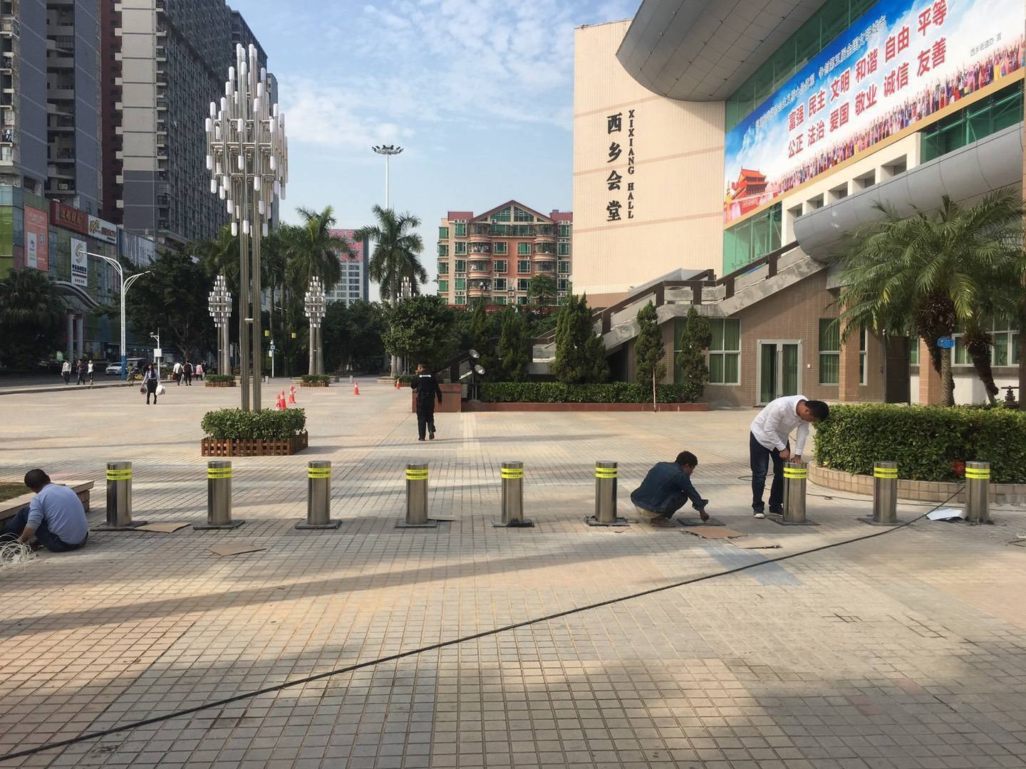 Bollards installation