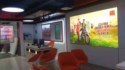 P2.5mm indoor LED video wall shining in retail stores in Dha