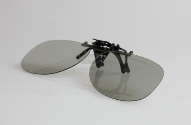 passive 3D-Brille zum Aufstecken